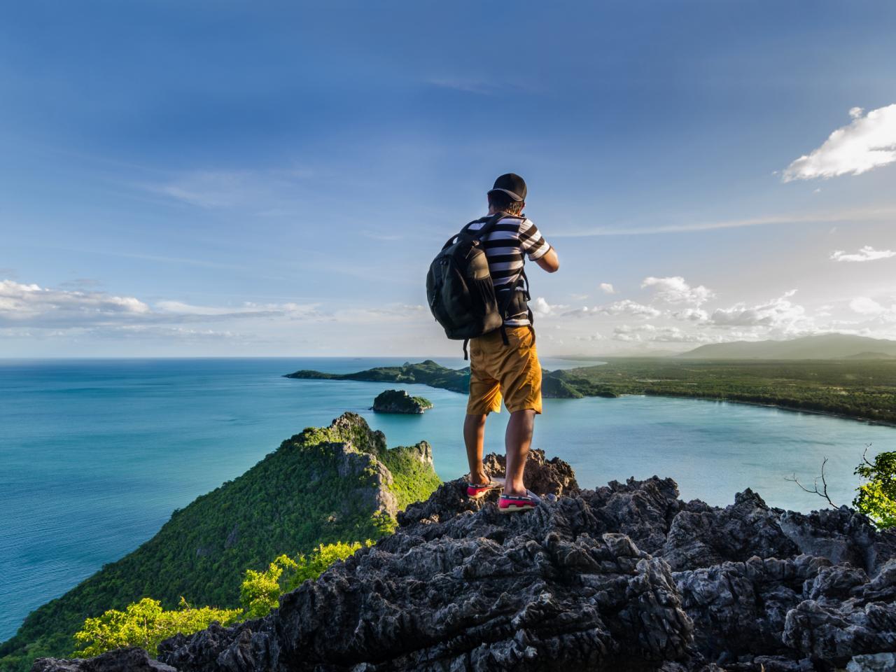 Unde să cauți vacanțe aproape gratis