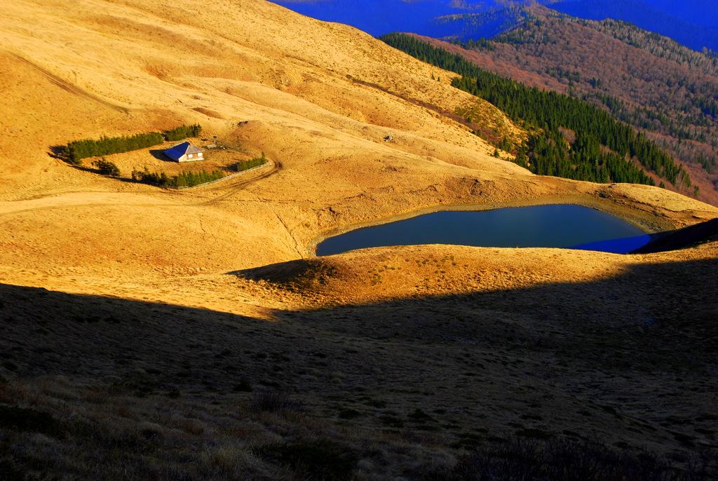 Lacul Vulturilor, un loc încărcat de legende