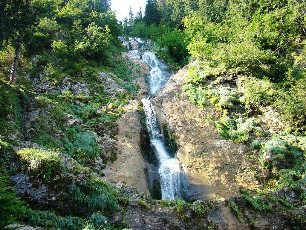 Cascada Cailor: legende din Munții Rodnei