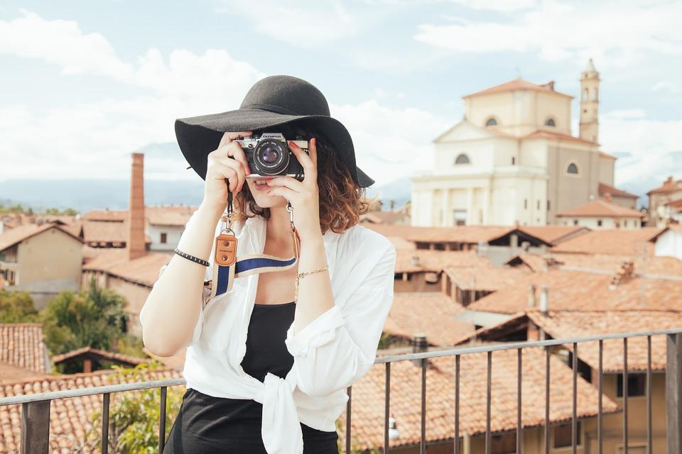 6 trucuri pentru călătorii și vacanțe mai ieftine