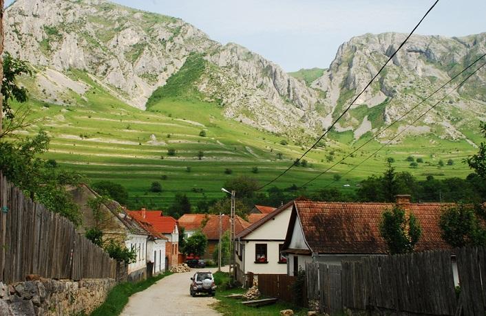 Un sat din Alba este considerat unic în lume. Localitatea cu un patrimoniu arhitectural extraordinar