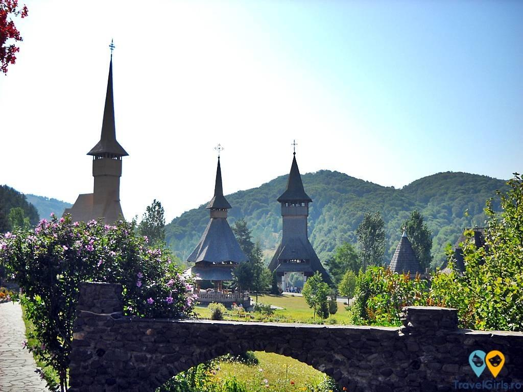 Turul Romaniei by TravelGirls.ro Sighetul Marmatiei Manastirea Barsana 9