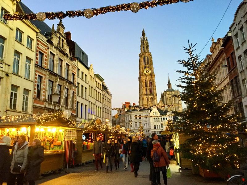 Atmosferă de sărbătoare la târgul de Crăciun din Gent