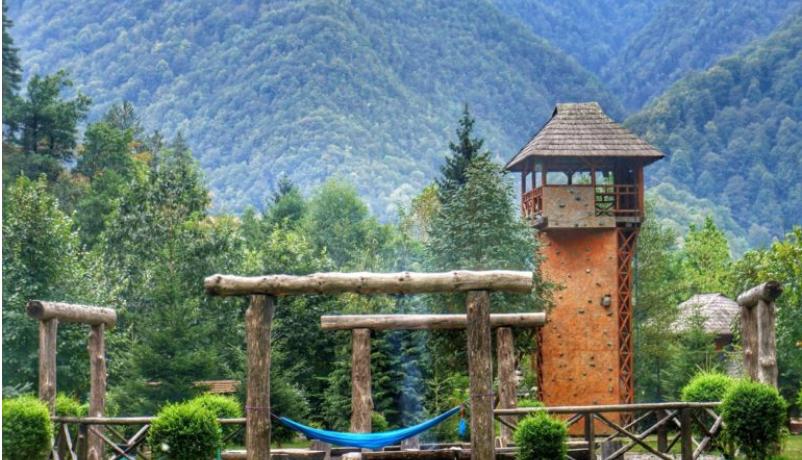 Vacanță în grădina secretă de pe Valea Lotrului: review Frații Jderi – Utopia Verde