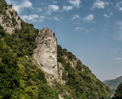 Chipul lui Decebal, cea mai mare sculptură realizată în piatră de pe teritoriul Europei