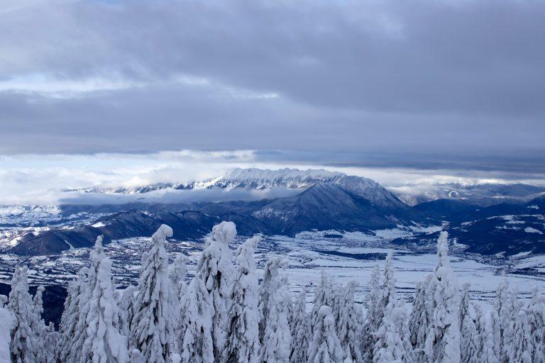 panoramic view of bucegi mountains carpathian moun 32N7EXY
