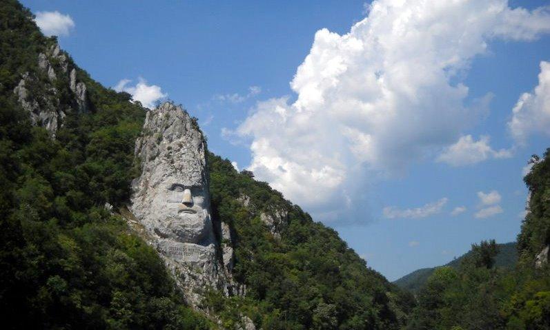 Când Dunărea întâlneşte munţii: Cazanele Mici