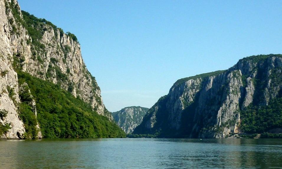 Când Dunărea întâlneşte munţii: Cazanele Mari
