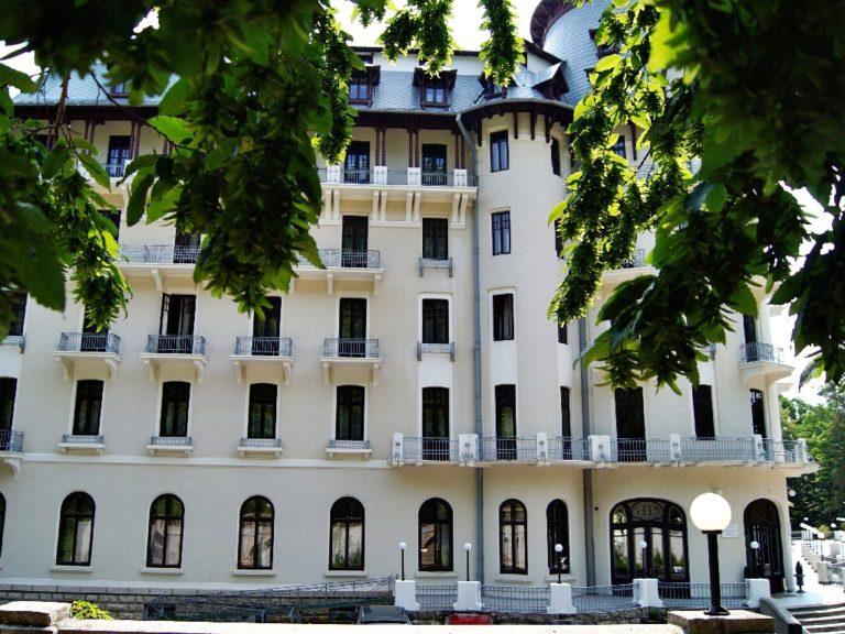 Review: Hotel Palace Govora – locul unde soarele se închiriază cu ora, încă din 1914