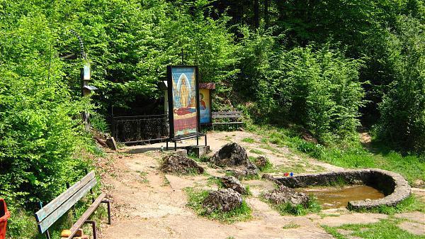 """Izvorul unei mănăstiri din România este unic în Europa. """"Are puteri vindecătoare"""""""