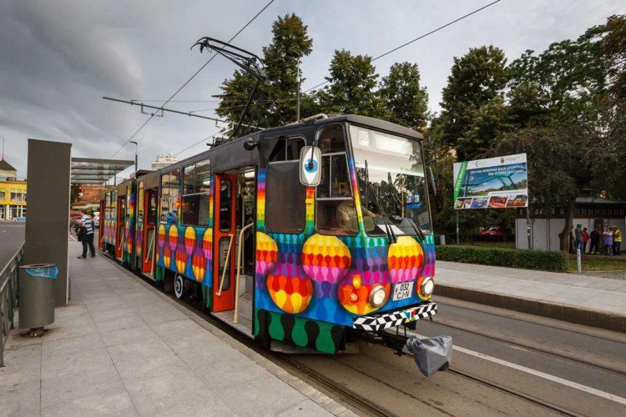 Cele mai colorate tramvaie le găsești într-un oraș din România