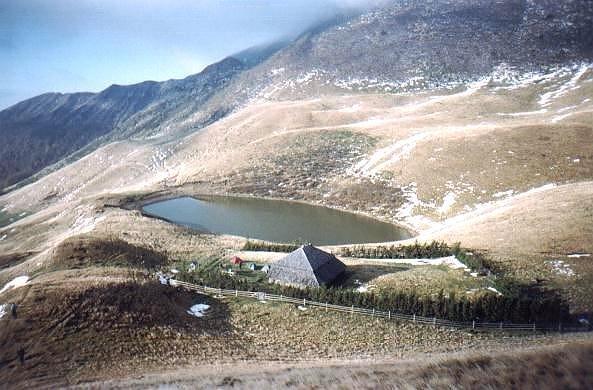 Lacul fără fund sau Lacul Vulturilor – un loc încărcat de legende…