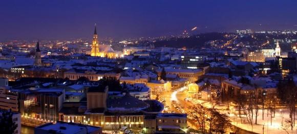 Oraşul din România care se transformă radical: Are străzi iluminate cu wifi şi bănci cu încărcare USB