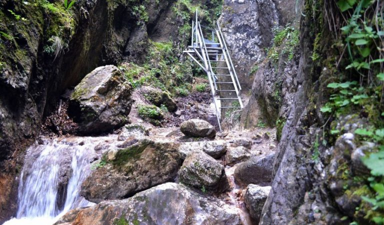Canionul Șapte Scări – labirint printre cascade