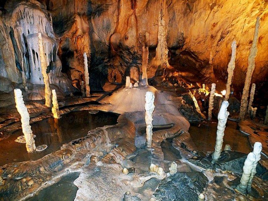 Unic în Europa – Peștera tip GEODĂ cu cristale de calcit din mina Farcu, a doua din lume care poate fi vizitată