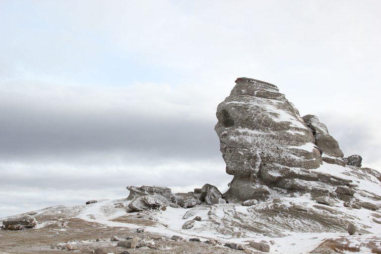 1280px Bucegi Sfinx 2011 iarna