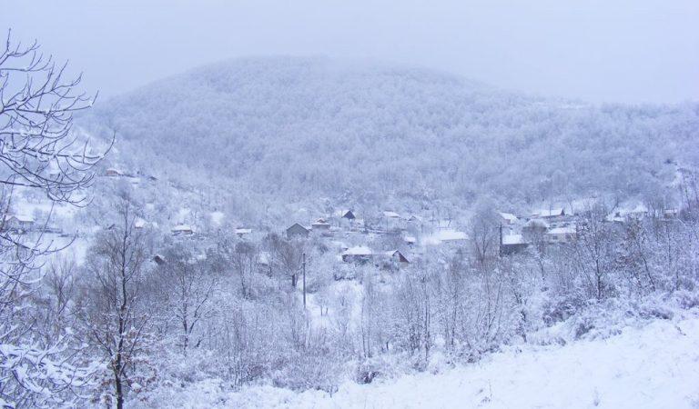 Satul din România în care poți dormi cu capul în nori