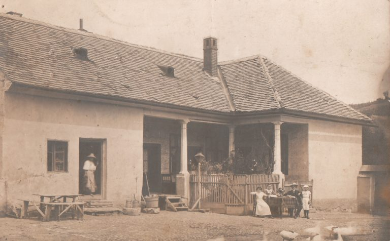 Casa lui Antonie Pop Bucerdea Vinoasa anii 1900