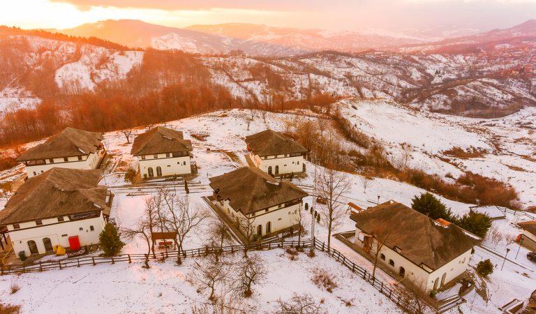 Satul Prunilor, locul construit de la zero pentru turiști