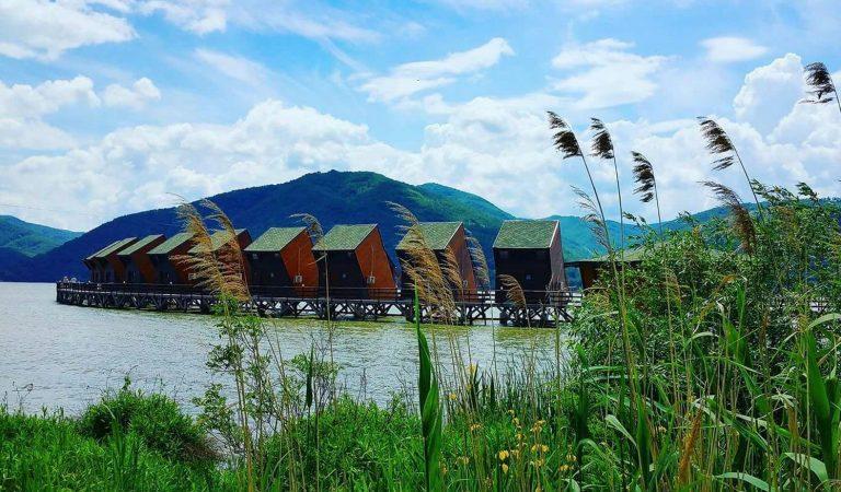 Satul plutitor din România