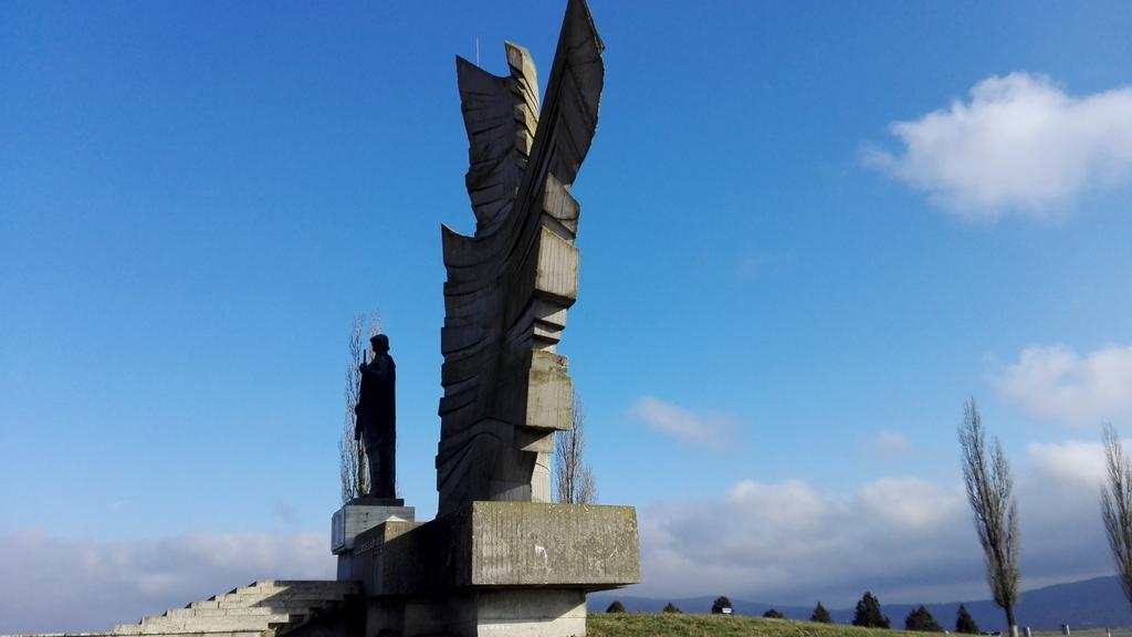 Monumentul eroilor de la Paulis 13