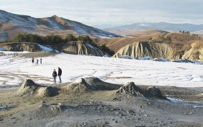 fabuloasa romanie vulcanii noroiosi peisajul selenar de la berca 40645
