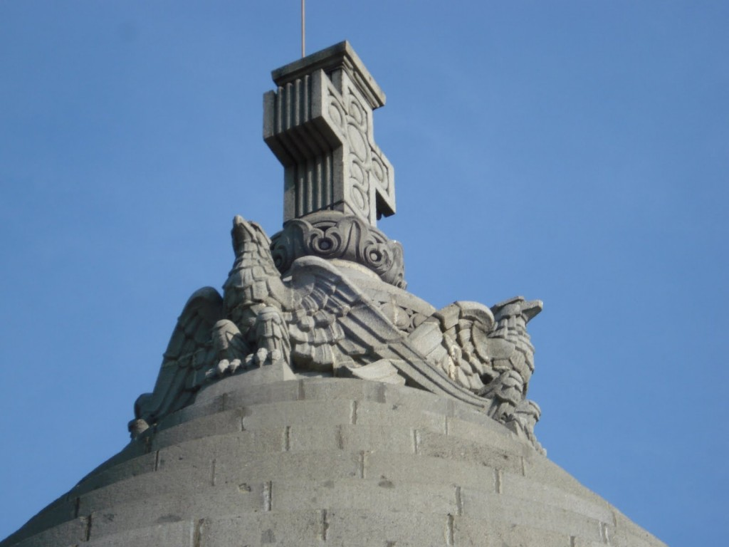 mausoleul marasesti varful acoperisului crucea si acvilele 1024x768 1