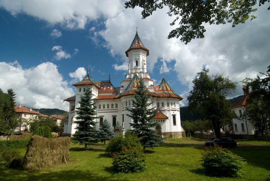 Biserica Adormirea Maicii Domnului din Campulung Moldovenesc 1024x685 1