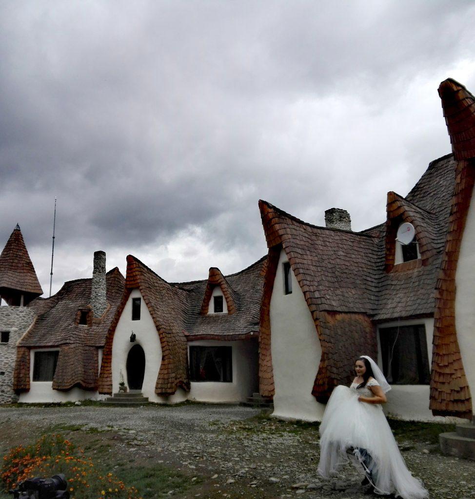 Castelul de lut din Valea Zanelor obiective turistice Porumbacu de Sus Sibiu Romania 12 974x1024 1