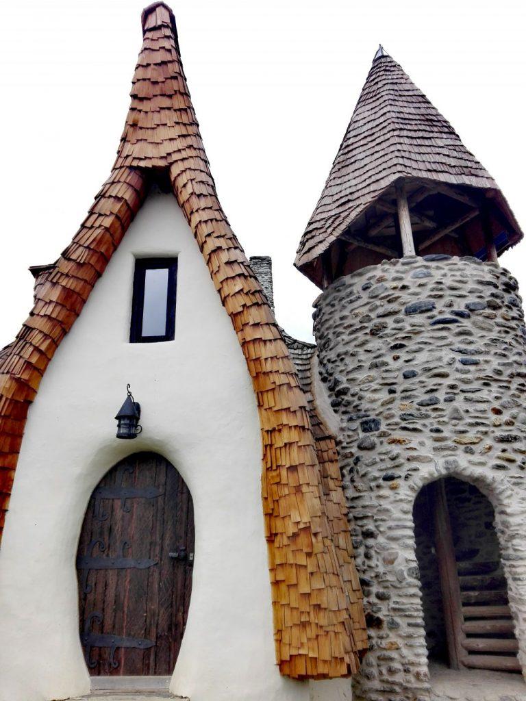 Castelul de lut din Valea Zanelor obiective turistice Porumbacu de Sus Sibiu Romania 15 1040x1387 1