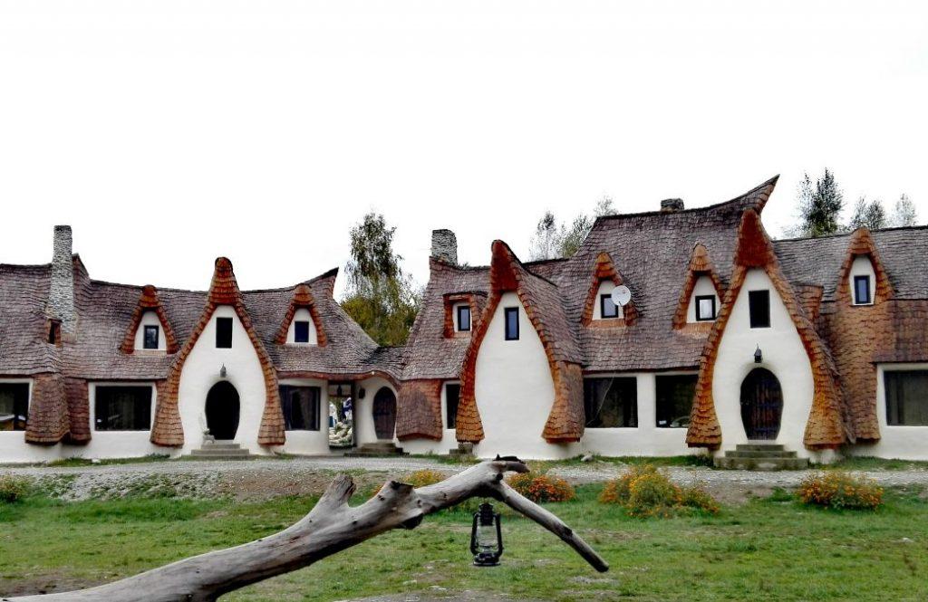 Castelul de lut din Valea Zanelor obiective turistice Porumbacu de Sus Sibiu Romania 23 1040x675 1