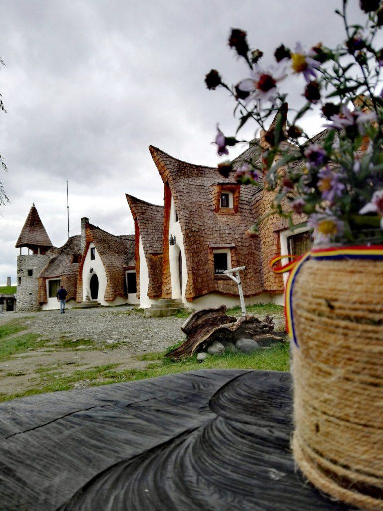 Castelul de lut din Valea Zanelor obiective turistice Porumbacu de Sus Sibiu Romania 31 1040x1387 1