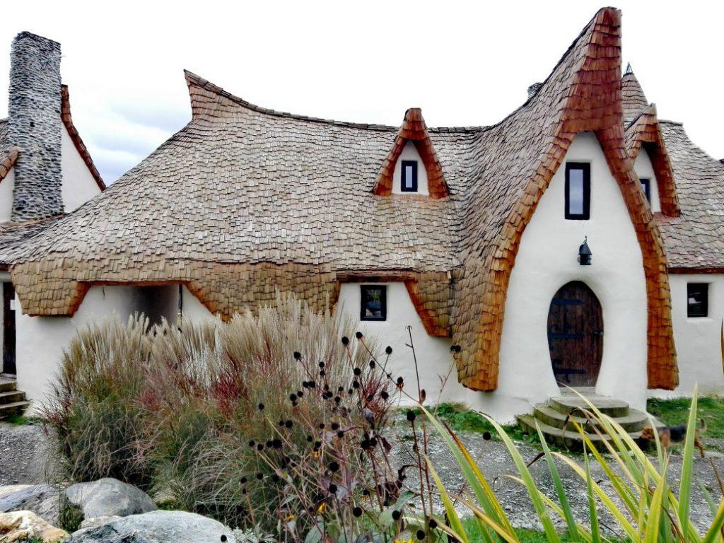 Castelul de lut din Valea Zanelor obiective turistice Porumbacu de Sus Sibiu Romania 5 1040x780 1