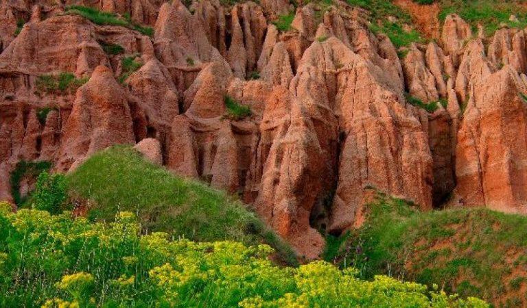 Râpa Roșie, micul canion românesc