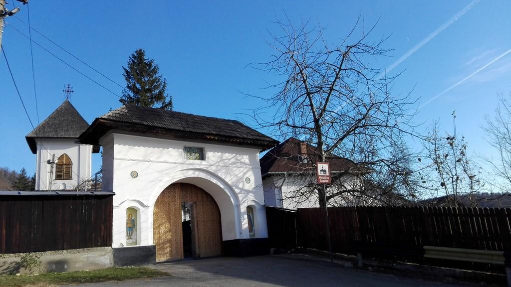 Manastirea Surpatele 4