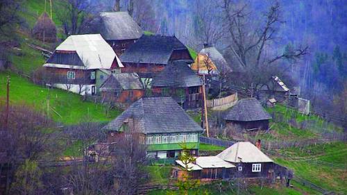 satul autentic romanesc reinviat de straini 18531561