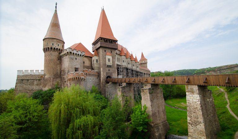 Castelul Huniazilor – poveste și legendă