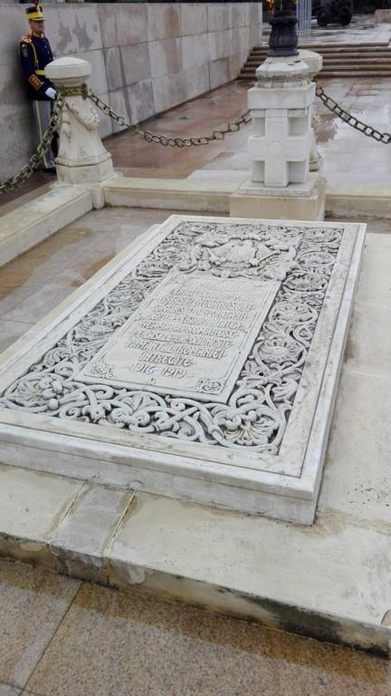 Mausoleul eroului necunoscut Parcul Carol 4