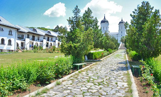 Manastirea Celic Dere din comuna Frecatei