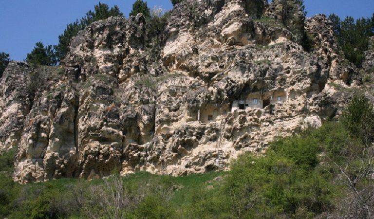 Comorile de piatră ale lui Naeni