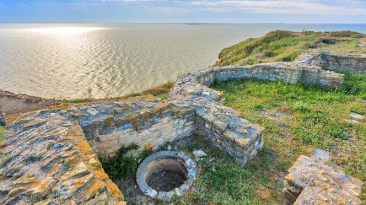 cetatea argamum din comuna jurilovca 85012400