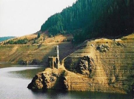 biserica de sub lac belis