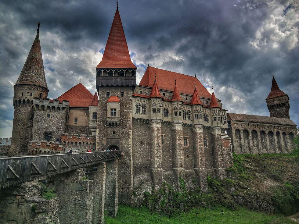 castelul corvinilor 100