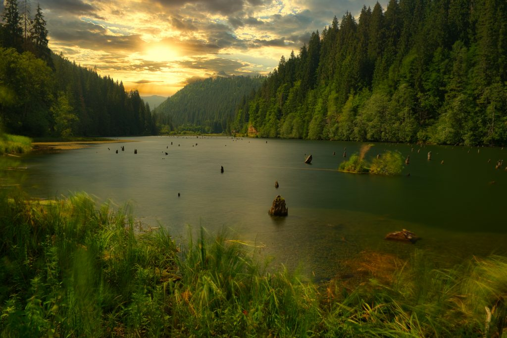 red lake lacul rosu KGAHLK9