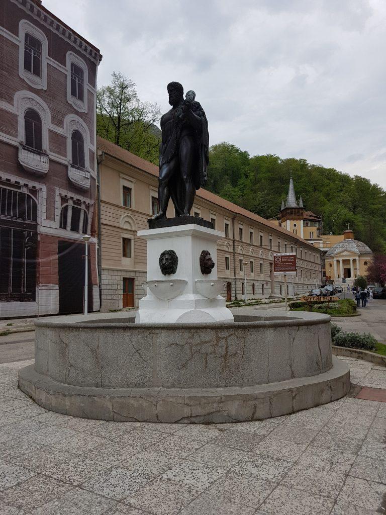 statuia lui hercule simbolul statiunii baile herculane