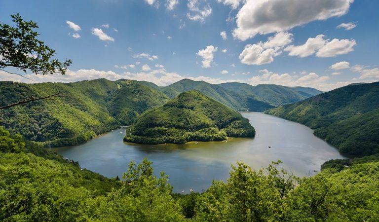 Lacul Tarnița și legenda lostrițelor