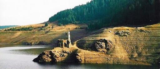 Biserica de sub lac și legendele sale