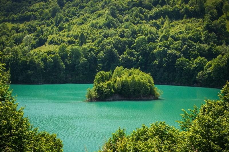 insula lacul paltinu valea doftanei prahova romania fotografie mihai raitaru 2015 800x600 1
