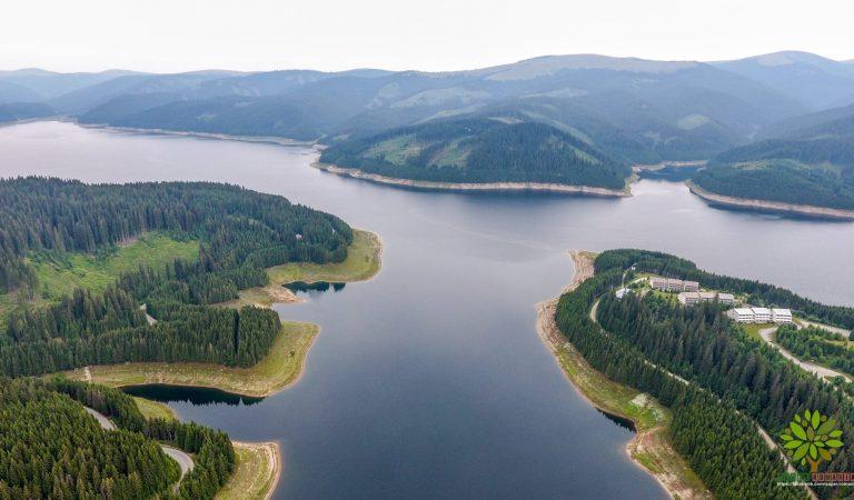 Lacul Vidra, locul de basm într-un loc uitat de lume