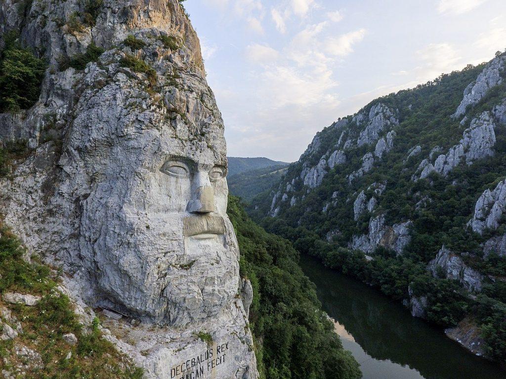1200px Statuia Chipul lui Decebal Cazanele Dunarii Romania